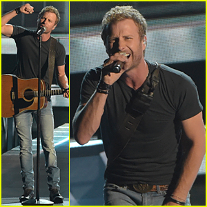 Dierks Bentley Sings 'Drunk on a Plane' at CMA Awards 2014 (Video)