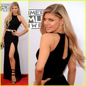 Fergie Shows a Ton of Leg at American Music Awards 2014!