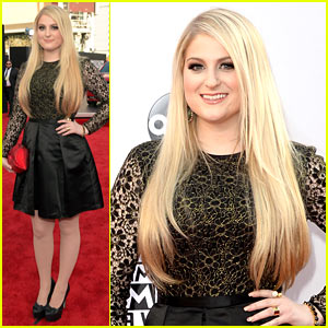 Meghan Trainor Goes Lovely in Lace for AMAs 2014 Red Carpet