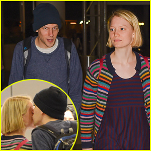 Mia Wasikowska & Jesse Eisenberg Still Going Strong, Engage in PDA at the Airport!