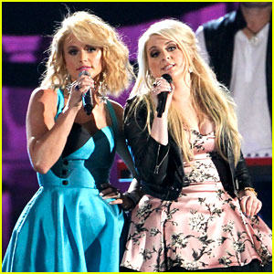 Miranda Lambert Sings with Meghan Trainor at CMA Awards 2014! (Video)