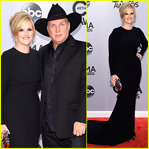 Garth Brooks & Wife Trisha Yearwood Match in Black at CMA Awards 2014