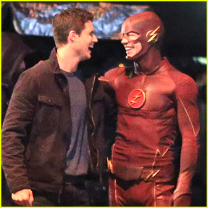 Robbie Amell & Grant Gustin Buddy Up On 'The Flash' Set