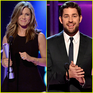 Jennifer Aniston Accepts People Mag Award After Reconnecting with Her Old Boss