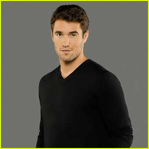 Josh Bowman Talks THAT 'Revenge' Shocking Moment!
