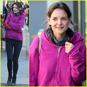 Katie Holmes Treats Herself to Lunch on Chilly West Coast Day
