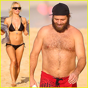 Bikini-Clad Pamela Anderson & Shirtless Rick Salomon Relax in Hawaii For Holidays!