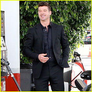 Robin Thicke Buys Booze with His 20-Year-Old Girlfriend