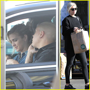 Ashlee Simpson Cures Pregnancy Cravings with an In-N-Out Stop