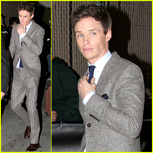 Eddie Redmayne Jokes About Stalking Jennifer Aniston at SAG Awards - Watch Now!