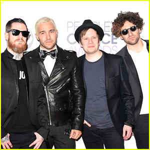 Pete Wentz & Fall Out Boy Rock Out on People's Choice Awards 2015 Red Carpet