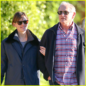 Jennifer Garner & Victor Garber Stage 'Alias' Reunion at Lunch!