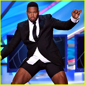 Michael Strahan Strips in 'Magic Mike' Opening at Critics' Choice Awards 2015! (Video)