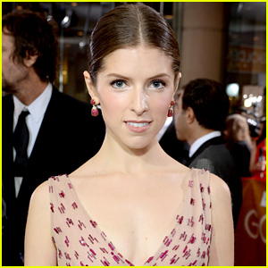 Anna kendrick s super bowl 2015 live tweets are must read funny