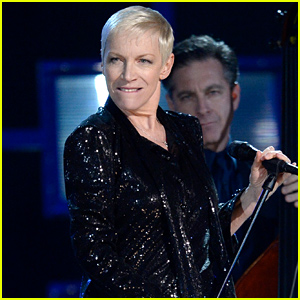 Annie Lennox Kills It Singing 'I Put a Spell On You' with Hozier at Grammys 2015 (Video)