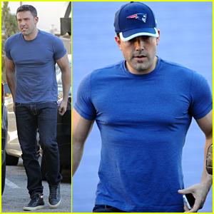 Ben Affleck's Batman Muscles Keep Getting Bigger & Bigger!