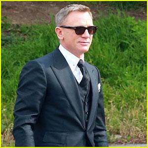 Daniel Craig Looks Suave as James Bond on 'Spectre' Set
