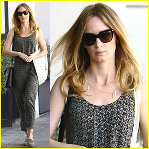 Emily Blunt Gets Her Hair Lightened at the Salon