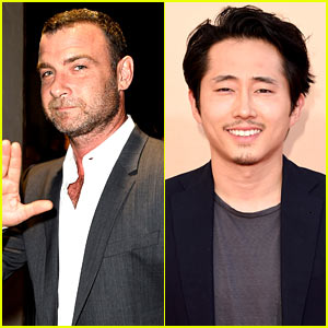 Liev Schreiber & Steven Yeun Present at iHeartRadio Awards!