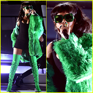 Rihanna Performs 'Bitch Better Have My Money' at iHeart Radio Awards 2015 (Video)