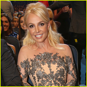 Britney Spears Falls During Concert, Injures Her Ankle (Video)