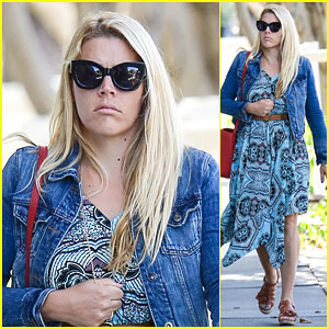 Busy Philipps Gets a Little Freaked Out About All the Pictures People Take