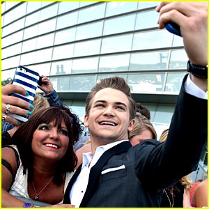 Hunter Hayes Was the Selfie King at ACM Awards 2015