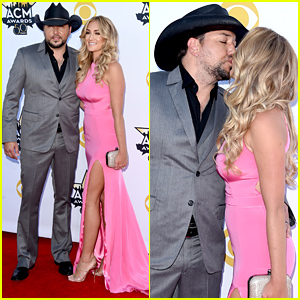 Jason Aldean Kisses Wife Brittany Kerr on the ACM Awards 2015 Red Carpet