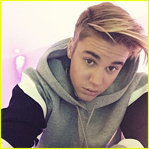 Justin Bieber Takes Off His Hat & Reveals New Hair Style!