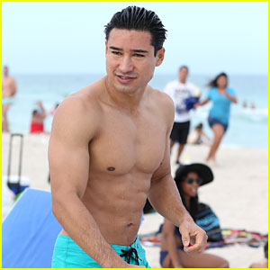 Mario Lopez Shows Off His Amazing Body at the Beach