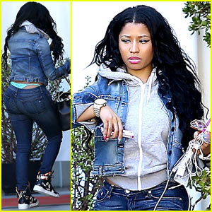 Nicki Minaj Flashes Her Thong Before a Meeting