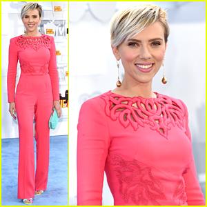 Scarlett Johansson & the Avengers Assemble to Present at MTV Movie Awards 2015!