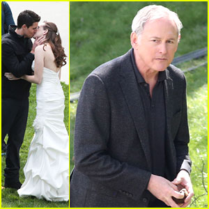 Victor Garber Attends [SPOILER]'s Wedding On 'The Flash'
