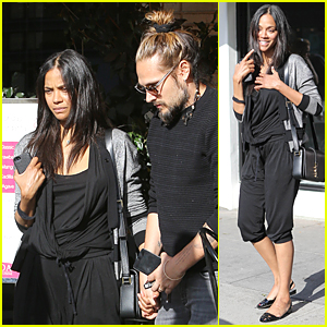 Zoe Saldana Reveals Who Changes the Diapers at Her House