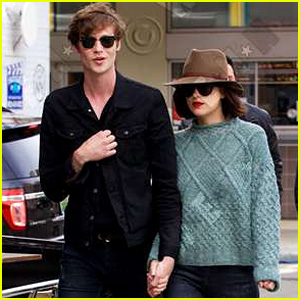 Dakota Johnson & Boyfriend Matthew Hitt Hold Hands in NYC