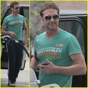 Gerard Butler Shows Off His Biceps in a T-Shirt