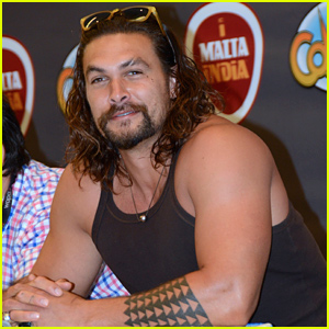 Jason Momoa's Muscles Look Out Of Control at Puerto Rico Comic-Con