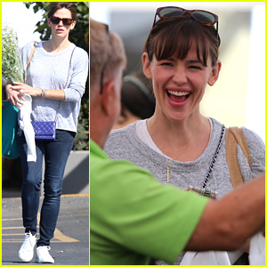 Jennifer Garner Looks Fresh-Faced at the Farmer's Market