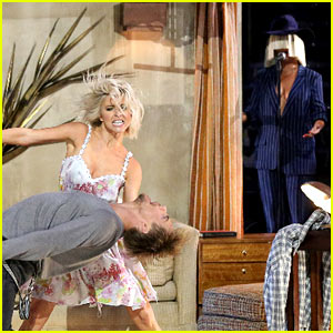 Julianne & Derek Hough Perform with Sia on 'DWTS' Finale!