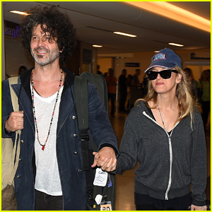 Renee Zellweger & Boyfriend Doyle Bramhall II Look So Happy Together