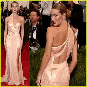 Rosie Huntington-Whiteley Makes Shimmering Entrance at Met Gala 2015
