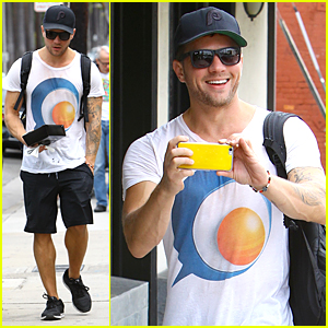 Ryan Phillippe Turns the Tables on Paparazzi