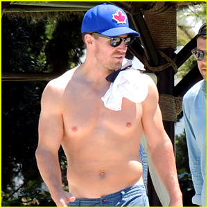 Stephen Amell Shows Off Hot Body While Shirtless in Spain!