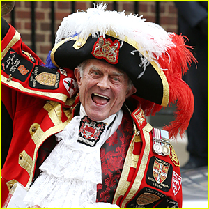 Town Crier Tony Appleton Announces Birth of Prince William & Kate Middleton's Baby Girl - Watch Now!