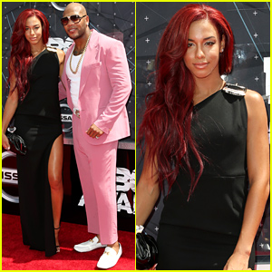 Natalie La Rose & Flo Rida Pose Together at the BET Awards 2015