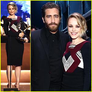 Jake Gyllenhaal Receives Award from Rachel McAdams at Guys Choice Awards 2015!