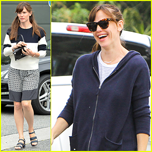 Jennifer Garner Flashes Big Smile Despite Divorce Rumors