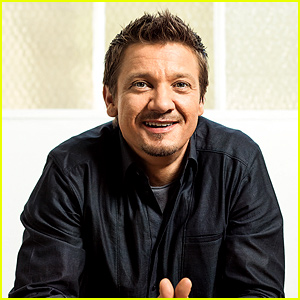 Jeremy Renner Responds to Rumors That He's Gay