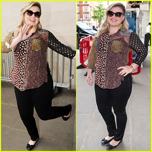 Kelly Clarkson Covers Rihanna's 'Bitch Better Have My Money' - Watch Now!