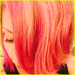 Kelly Ripa Debuts Pink Hair On 'Live With Kelly & Michael'